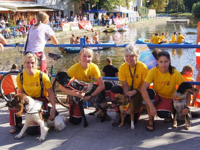 Den záchranných psů